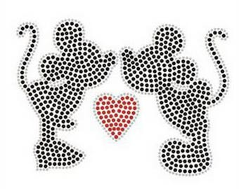 Kissing Mickey and Minnie Mouse  jeweled  Iron on