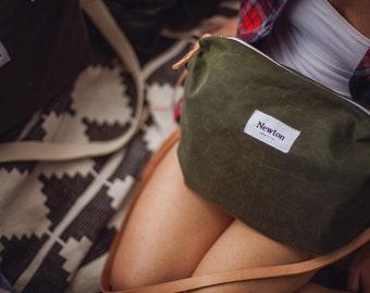 OLIVE / waxed canvas crossbody bag