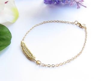 Gold Feather Bracelet, Delicate Everyday Bracelet, Stacking Bracelet, Minimalist Bracelet, Dainty Bracelet