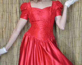 Red 80s Sweetheart Dress with Drop Point Waist