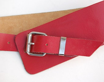 Red Leather Belt Size M Shaped/Overlapping 80s 90s Wide Silver/Stainless Steel Tone Buckle Vermillion Made in Italy Retro Accessories