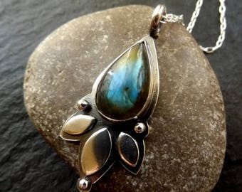 Silver labradorite pendant leaf necklace with silver ball and cable chain