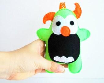 Prêt à expédier en feutre monstre en peluche, monstre de feutre fait à la main, décor de nurserie, jouet de bébé,