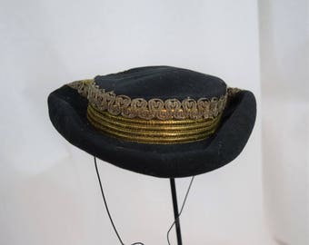 Vintage 1930s 1940s black wool hat with gold braid trim by Sally VIctor