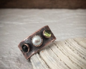 Wide 3 Stone Wedding Band or Mother's Ring - 7th Anniversary Copper Jewelry - Customizable Pick Your Gemstone / Birthstone