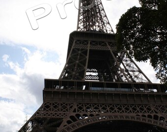 Paris 2009 - Eiffel Tower and clouds