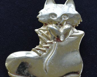Cute Cat in a Boot Brooch, Vintage, Gold tone (Z13)