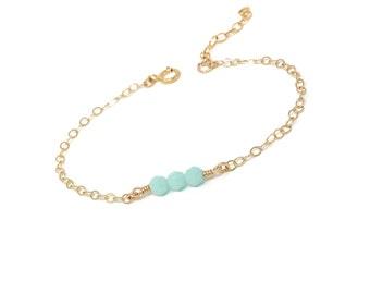Mint Green Bracelet - Gold dainty bracelet - Simple minimal jewelry - Beaded bracelet
