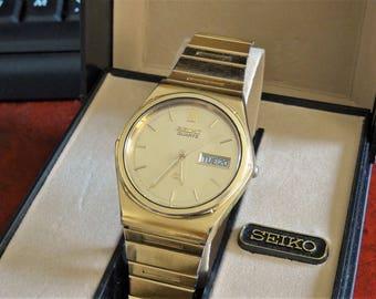 Vtg Seiko Gold Tone W.R. Quartz Mens Watch w/ Seiko Case & 20mm Gold Tone Band!