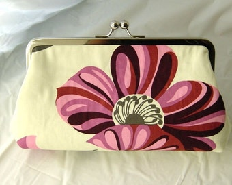 Gracie - Stunning Grandiflora clutch line with pink dupioni silk