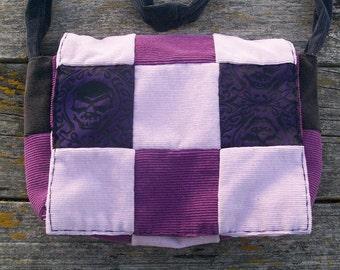 Lila schwarz Skull Brocade Patchwork recycelt Cord Handtasche Crossbody OOAK
