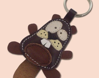 Cute little dark brown beaver animal leather keychain - FREE shipping worldwide - Leather Beaver Bag Charm