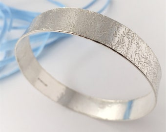 Beautiful handcrafted hammered solid sterling silver ladies patterned bangle suitable as a gift for her including bridal and bridesmaid gift