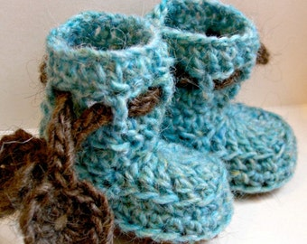 Dancing poppies baby booties -  PDF crochet pattern - newborn to 6 months