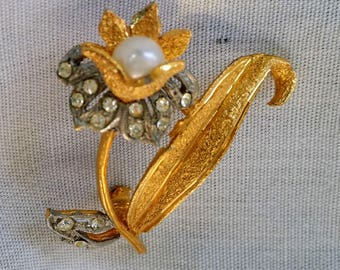 Vintage Avante Goldtone Flower Brooch Pin with Silver and Clear Rhinestone Petals and Leaves and a Pearl Center