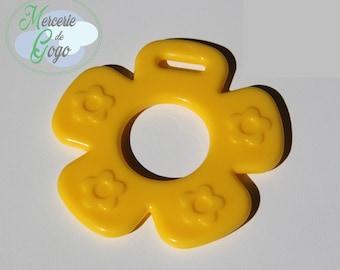 Teething ring, pale yellow flower.