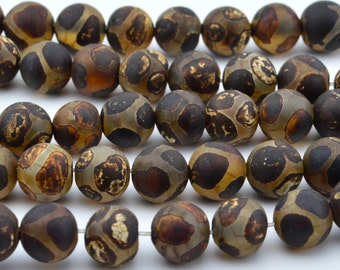 14.5 IN    8mm  Tibetan  Agate   dZi   beads