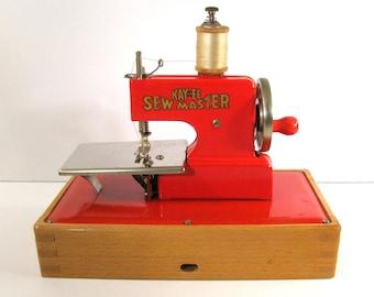 REDUCED - Vintage 1940s KAYanEE Child's Sew Master Sewing Machine