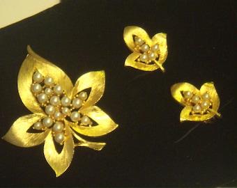J J pin & earrings, 1970's pin set, Vintage pearls, goldtone set, J J goldtone pin set, J J pin earrings, earrings set, J J jewelry.