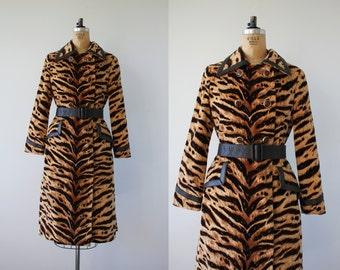 vintage 1960s coat / 60s Tiger Print Trench Coat / Belted Coat / Faux Fur / SZ M L