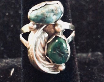 Very nice and unique antique silver ring with turquoise