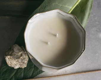 No. 02 Hearth 14 oz. soy candle
