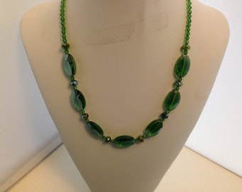 Green glass beaded necklace 147