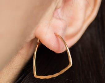 Nereid -earrings (16K gold plated textured triangle hoops)