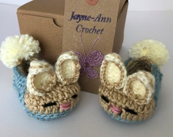 Peter Rabbit Baby Shoes. Bunny booties. Newborn gift. Babyshower gift.