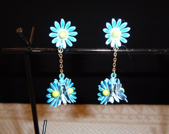 Vintage Turquoise Retro Mid Century Metal Daisy Dangle Clip Earrings