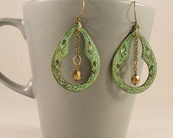 Verdigris Art Nouveau, vintage chain and metallic bead. Handmade earrings.