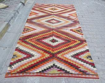 5.5x10.1 Ft Vintage zig zag designed Turkish kilim rug