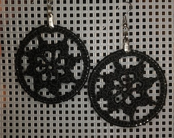 Crochet dreamcatcher style doily earrings black