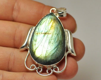 Natural Green Flash Green Fire Striped LABRADORITE Pendant GEMSTONE Pear Shape Adornment Silver 925. 40x25x8 mm. 86.50 Cts.