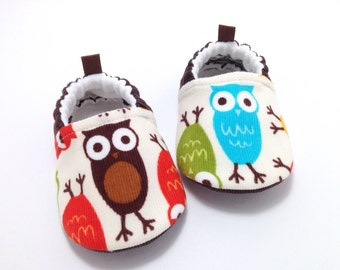 Owl Baby Shoes, Owl baby moccs, Corduroy Baby Booties, Owl Toddler moccasins, Soft Sole Baby Shoes, baby shower gift, baby gift