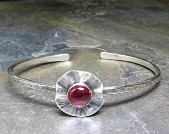 Sterling Silber Armreif Armband dünn Blume Mohn Natur Schmuck Rubin Rot Schmied Artisan - Mohn Felder Manschette