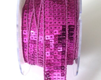 Trim has sequins square pink violet in 5 rows - 2cm