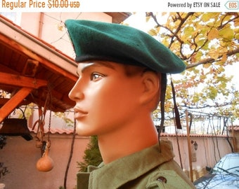 ON SALE Green wool military beret, Vintage Bulgarian army green beret,