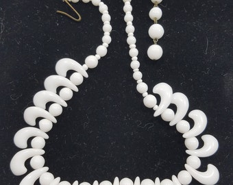 Beautiful & Unique Milk Glass Beaded Necklace from Western Germany