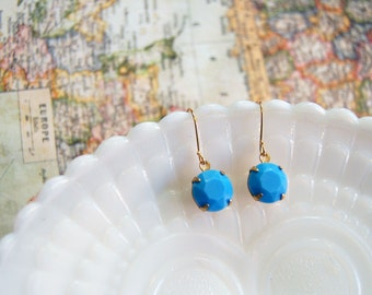 sweet and simple- vintage faceted glass dangle earrings- robins egg blue