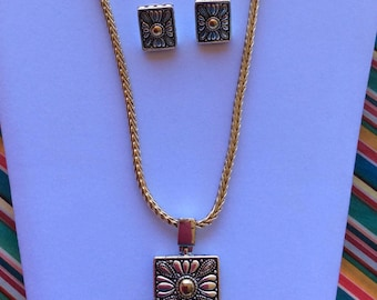 FREE SHIPPING Necklace and matching Earrings, vintage