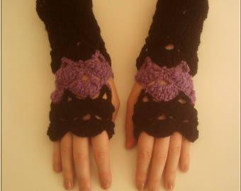 Pair of fingerless gloves black and lilac crochet