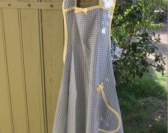 Ladies' Apron//Aprons for Women//Mother's Day gift//Gingham Apron//Full Apron//Cute Apron//Gift Ideas//Gifts for Women//Gift for Mom