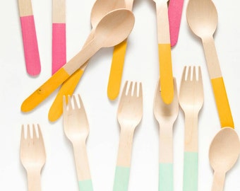 Dipped color block wooden utensil set
