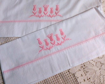PINK LILY PILLOWCASE Set Embroidered Girlie Flowers Raised Leaves Garland, Piped Seam White Cotton Vintage 1960s Spring Bedroom Linen