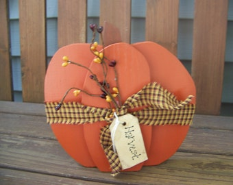 Simple and Prim Stacked Pumpkin Woodcraft with Pip Berries