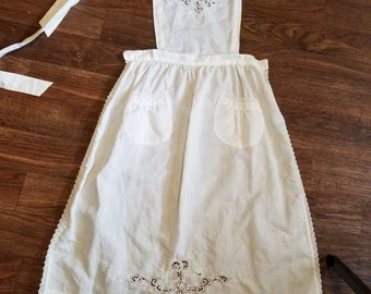 Vintage apron hand crocheted lace