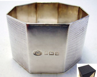 Fine ART DECO (1932) Hallmarked Solid Sterling Silver English Hexagonal Serviette Napkin Ring. Early 20th-Century