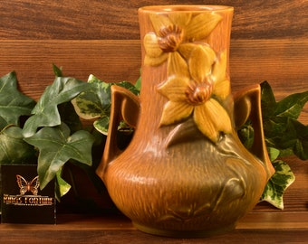 Roseville Pottery 1944 Autumn Brown Clematis Vase #106-7