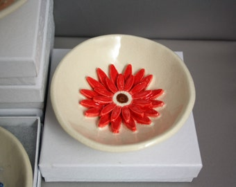 Red Gerber Daisy ring dish with giftbox, for bridesmaid, wedding favor, ring holder, teabag holder, glass cover, prom, bride